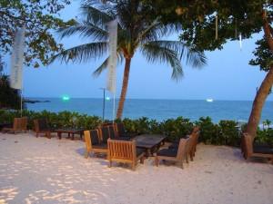 Coucher de soleil sur une plage en Thailande