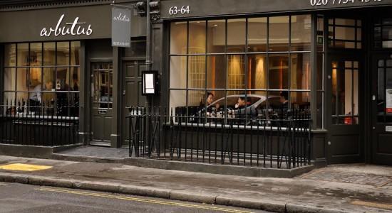 Arbutus à Firth Street