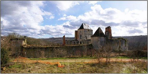 Ruines_du_chateau_du_Repaire