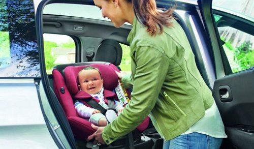 parent bebe premier voyage voiture